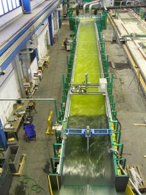 Um die Methode der Granulometrischen Sohlverbesserung (GSV) testen zu können, wurde auf der TU Wien ein eigener, 30 Meter langer Strömungskanal eingerichtet.