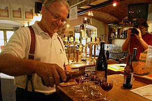 Anerkennung für Bierspezialitäten findet Gerhard Forstner bei Verkostungen mit Experten, weniger bei der Laufkundschaft.