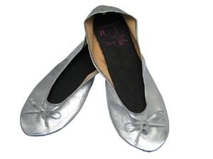 """Die Ballerinas für die Handtasche sollen zum unverzichtbaren Lifestyle-Produkt werden. Isabella Fendt: """"Ich will erreichen, dass Ballerina to go  eine bekannte Trademark wird."""""""