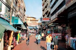 Neben chinesischen und indischen Communitys gibt es auch ein kleines Viertel...