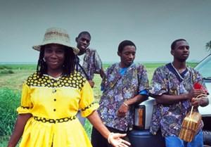 Mennoniten sind nur eine der Bevölkerungsgruppen des Karibikstaates Belize: Neben Mayas, Mestizos und Latinos gibt es auch die schwarzen Garifuna, deren Musikstil Punta Rock es bis in die Clubs von New York schaffte.
