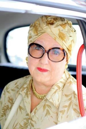 Diese Dame fotografierte Ari Seth Cohen in London. Sie war gerade dabei, im Taxi wegzufahren.