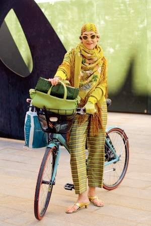 Eigentlich ist Tziporah Salamon (60) fast zu jung für Ari Seth Cohens Blog. Angesichts der Art, wie sie Farben und Muster kombiniert, machte der Blogger aber gerne eine Ausnahme.