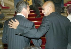 Dicke Männerfreunde: Jörg Haider und Saif al-Gaddafi bei der Eröffnung von dessen Wüsten-Gemäldeausstellung im Wiener Palais Auersperg im Jahr 2004.