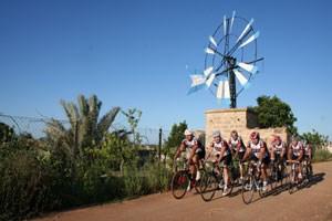 Wer Radangebote auf Mallorca sucht, stößt rasch auf Max Hürzeler, die neben dem normalen Radverleih Servicepakete und ganze Radreisen anbieten und in der Saison mit zahlreichen Hotels zusammenarbeiten (www.bicycle-holidays.com).