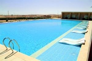 Der einsame Pool im Jaz Makadi Golf Hotel in Hurghada wartet genauso auf Gäste ...