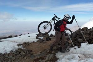 Mountainbiketouren: Ibrahim Ait Ouarab, E-Mail: trekadventurer@yahoo.fr, Tel +212 667 690903, macht Berg- und Mountainbiketouren sowie Wüstensafaris.Fotos von der Reise gibt's in einer Ansichtssache.