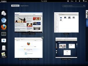 Im Activities Overlay. Links die laufenden und favorisierten Anwendungen, in der Mitte die am aktiven Workspace gerade offenen Fenster, rechts dezent angedeutet die Liste aller verfügbaren Workspaces.