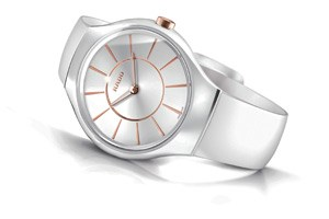 Rado True Thinline White mit roségoldenen Indexen.