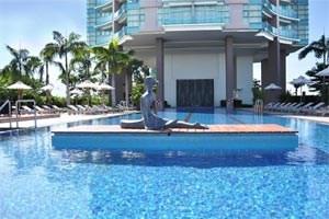 """Das direkt am Chao Phraya River in Bangkok gelegene """"Chatrium"""" offeriert großzügige Hotelzimmer und Suiten."""