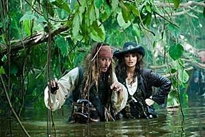 Suche nach der sagenhaften Quelle der Jugend: Unterwegs dorthin muss Captain Jack (Johnny Depp) seinen Kajal mit Piratin Angelica (Penélope Cruz) teilen.
