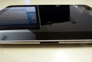Das Display des Galaxy Tab 10.1 ist hervorragend, spiegelt aber auch stark.