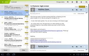 Ebenfalls eine sehr starke Anwendung ist der GMail-Client. Nachrichtenüberblick und Vorschau lassen sich getrennt scrollen, oben ist der Action Bar zu sehen, der bei Bedarf eingeblendet wird.