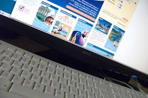 Die Österreicher buchen vermehrt im Internet - auf deutschen Portalen.