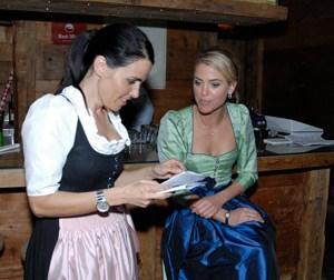 Sich als Wedding Planner zu spezialisieren, ist ratsam: So betreut Angela Lindner vor allem internationale Paare, die in Wien feiern wollen; Evelyne Schärer (im Bild links) versteht sich auf Trachtenhochzeiten mit traditionellen Bräuchen .