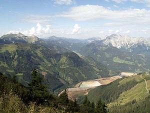 Schon beim Aufstieg auf den Reichenstein bieten sich überwältigende Aussichten auf die umliegenden Berge.