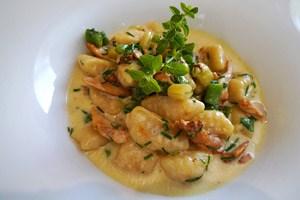 Gnocchi mit Eierschwammerl, erinnert sich die Vegetarierin voller Freude - und mein gewaltig gutes Kotelett finden Sie im Text