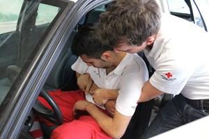 """""""Es ist viel leichter, jemanden aus dem Auto raus zu ziehen, wenn ich mir sage 'das kann ich', als wenn ich sage 'boah, der schaut aber schwer aus, das geht nie'"""", weiß Frido Schrott."""
