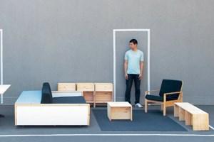 Möchte man eines der Möbelstücke des Berliners Le Van Bo besitzen, muss man selbst Hand anlegen. Dafür kostet es aber dann auch kaum was