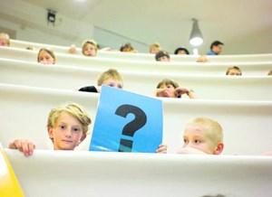Suche nach Antworten bei der Kinderuni im AKH-Campus (2010)