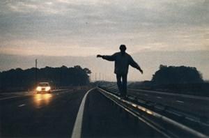 """Roadmovie, anders gedacht oder: Mensch, Fahrzeug und Autobahn - aber nicht in der erwarteten Kombination: """"Le Plein de super/ Super voll, bitte!"""" (1975) von Alain Cavalier."""