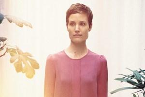 Designerin Saskia Diez, der es in Sachen Material mehr um Authentizität als um bloßen Wert geht.