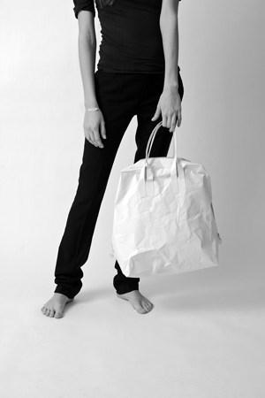 """Mit dem Deutschen Designpreis ausgezeichnet: Tasche """"Paper"""" aus einem Material namens Tyvek, das sich wasser- und reißfest nennen darf und extrem leicht ist."""
