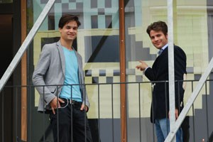 """Fabian Rauch (links) und Georg Parth haben in Mailand Wirtschaft studiert und sich mit """"get-a-taxi"""" selbstständig gemacht."""