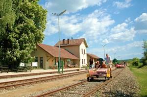 Weinvierteldraisine, Samstag, Sonn- und Feiertag bis 26. Oktober, Abfahrten in Ernstbrunn 9.30 und 11.00 Uhr, in Asparn 13.30 und 14.30 Uhr. Information: Tel. 0664/4476944