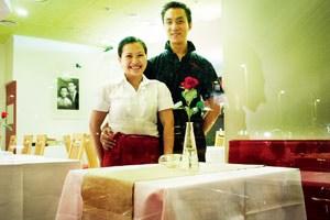 Nguyen Thi Hong Thuy (l.) und ihr Mann Nguyen Huu Phuoc haben am Wiener Karlsplatz ein vietnamesisches Restaurant eröffnet.