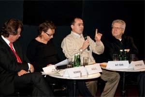 """Die Idee, einen Copyshop aufzumachen, entstand im Rahmen des Menschenrechts-Filmfestivals """"This Human World"""" im Dezember 2010, gemeinsam mit Manfred Nowak (li.) und Wolfgang Petritsch (re.)."""