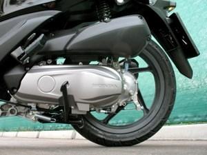 Angetrieben wird der Honda Vision von einem luftgekühlten 110-Kubikzentimter-Viertakter.