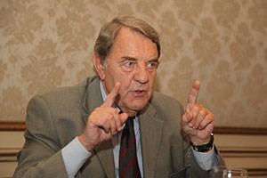 Richard Schenz (71) ist promovierter Techniker, früherer OMV-Chef und aktueller Vizepräsident der Wirtschaftskammer wie Kapitalmarktbeauftragter.