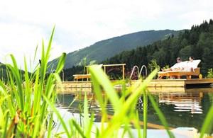 Der beheizte Schwimmteich, wo jeder seinen eigenen Steg hat.Almwellness-Hotel Pierer, 8163 Fladnitz, Teichalm 77. Tel.: 0043/3179/71 72, auf Facebook