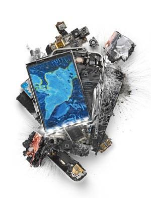 Wer wissen will, wie ein iPhone aussieht, wenn man mit dem Hammer draufhaut: Künstler Michael Tompert zeigt es uns.
