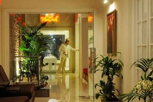 Unterkunft:Duque Boutique Hotel, Calle Guatemala 4364, Doppelzimmer ab 140 US-DollarBars und Restaurants:Mark's Deli & Coffee House, Calle El Salvador 4701Bar 6, Calle Armenia 1676Mott, Calle El Salvador 4685Olsen, Calle Gorriti 5870
