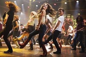 """Junge Menschen mit ordentlich Bewegungsdrang: das Remake des Tanzfilms """"Footloose""""."""