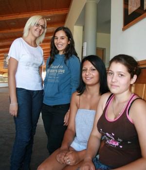 Virág, Kármen, Barbara und Zsani (von links nach rechts) wollen in vier Jahren maturieren.