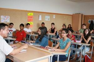 Unterricht sieht auch im Gandhi Gymnasium nicht anders aus.
