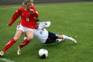 """Der 3:0-Sieg der Österreicherinnen war nie ernsthaft gefährdet. Trotz klarer Überlegenheit fällt der Erfolg des personell stark dezimierten Teams allerdings in die Kategorie """"Arbeitssieg""""."""