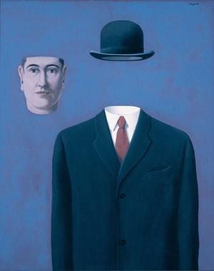 """Der Spaßvogel ohne Humor war nur selten ohne sein Markenzeichen, die Melone, zu sehen: René Magritte als eigenes Modell in """"Le Pèlerin / Der Pilger"""" (1966, Sammlung Ross) ..."""