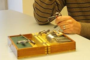 Die Maultrommeln passen in eine kleine Box aus Holz