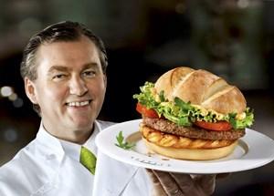 """""""Die besten Burger für alle"""" (Mörwald) heißen Surf & Turf, McTafelschmaus, Chicken Caprese, McBackhendl und Argentino Grill."""