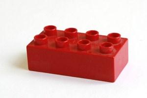 Beim Kauf neuer Spielsachen sollten die Altersempfehlungen des Herstellers berücksichtigt werden.