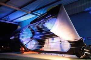 Die große Strom-Boje 3 mit einem Rotordurchmesser von zweieinhalb Metern im Kremser Hafen. Sind die Tests erfolgreich, wird 2012 die erste Serie installiert, die Strom für die Wachau liefert