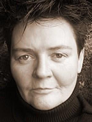 Zur Person:Ruth Devime hat gemeinsam mit Margot Mähner, Dorothea Wettstein und Gabriele Doubek die Virginia Woolf-Schule gegründet. Sie ist seit vielen Jahren als feministische Erwachsenenbildnerin tätig.