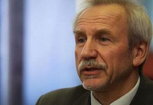 Walerij Karbalewitsch, Politologe, gehört zu den angesehensten Intellektuellen in Weißrussland. Seine Biografie über Präsident Alexander Lukaschenko gilt als Standardwerk. Für den unabhängigen Sender Radio Svaboda führt er einen Blog, in dem er die politische und wirtschaftliche Lage des Landes analysiert.