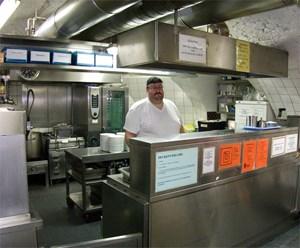 Entweder kochen die Klienten selber oder freiwillige Mitarbeiter schwingen den Kochlöffel.