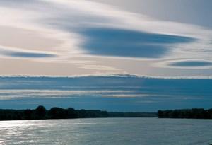 Die Auflagen: Stopp des Flussbaulichen Gesamtprojekts bis zum Abschluss des Naturversuchs, die Reduktion auf die unbedingt notwendige Tiefe des Regulierungsniederwassers und die Installierung eines Science Boards, wodurch das Vorhaben von Wissenschaftern und NGO begleitet wird.