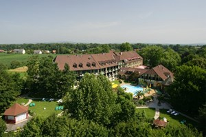 Das Hotel im Park: Tel.: 03476/25 71Pavelhaus: www.pavelhaus.at